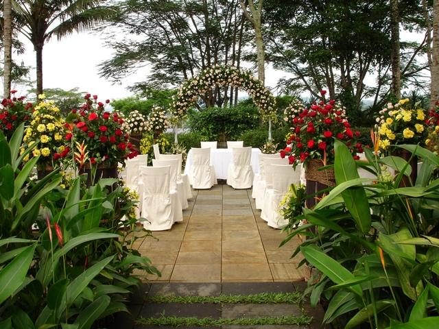 club house garden mesastila best staycation malang