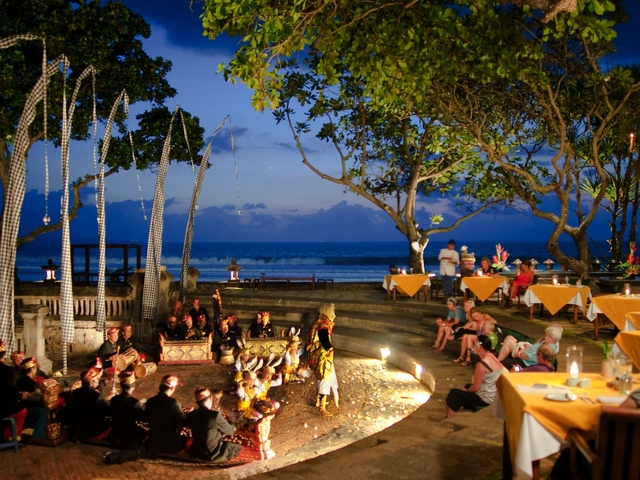 the oberoi bali candle light dinner restaurant