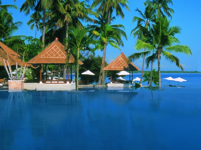 the oberoi beach resort lombok pool for wedding party