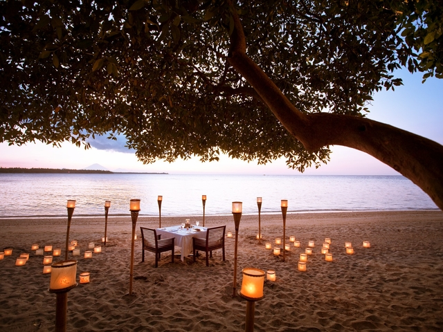 the oberoi beach resort lombok romantic candle light dinner