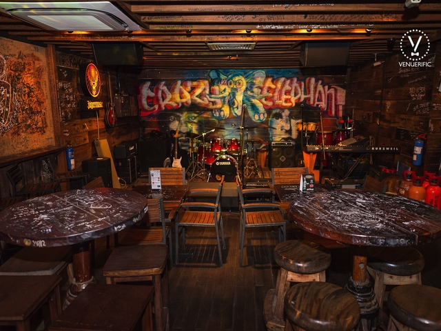 artistically ramshackle bar offering graffiti-covered walls