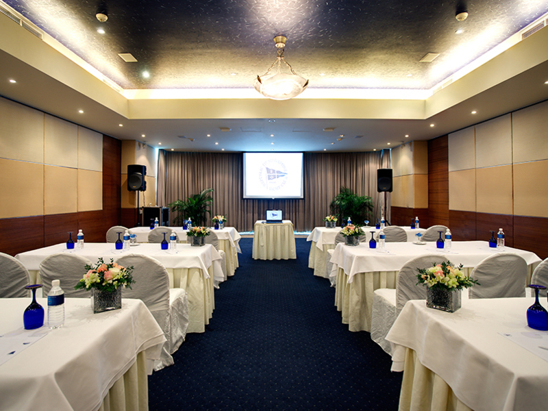 ballroom with workshop set up table with screen projector in the middle