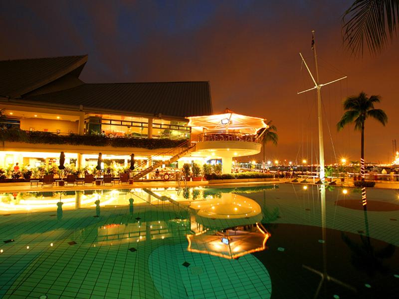 nightime republic of singapore yacht club view