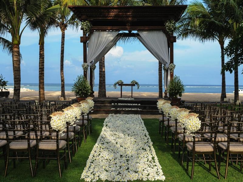 taman bhagawan bali intimate wedding by the beach