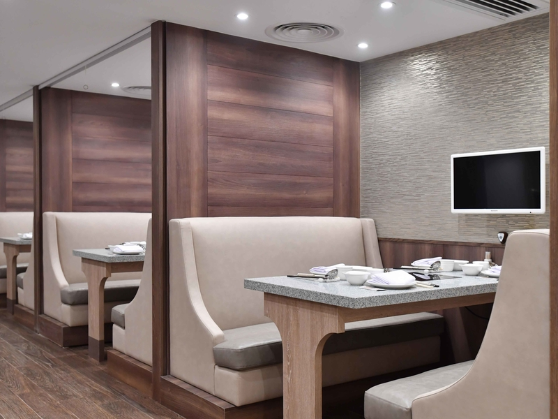 dining table cubicles with cutlery setup
