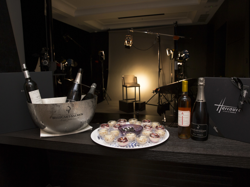 wine and light bites on high table in studio harcourt