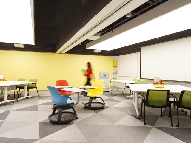breakout tables in coworking space for corporate trainings