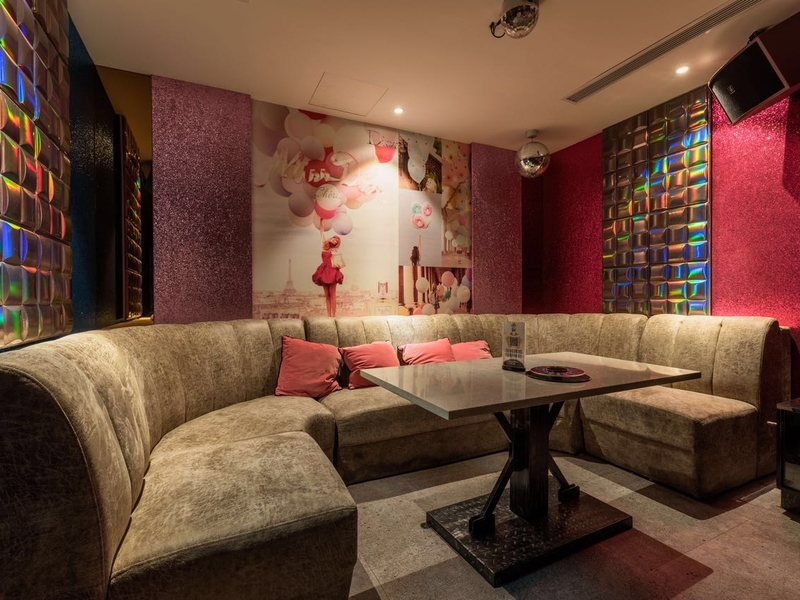 oriental theme of karaoke room by have fun family ktv