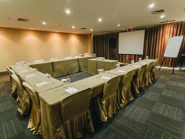 titan center private meeting room tangerang