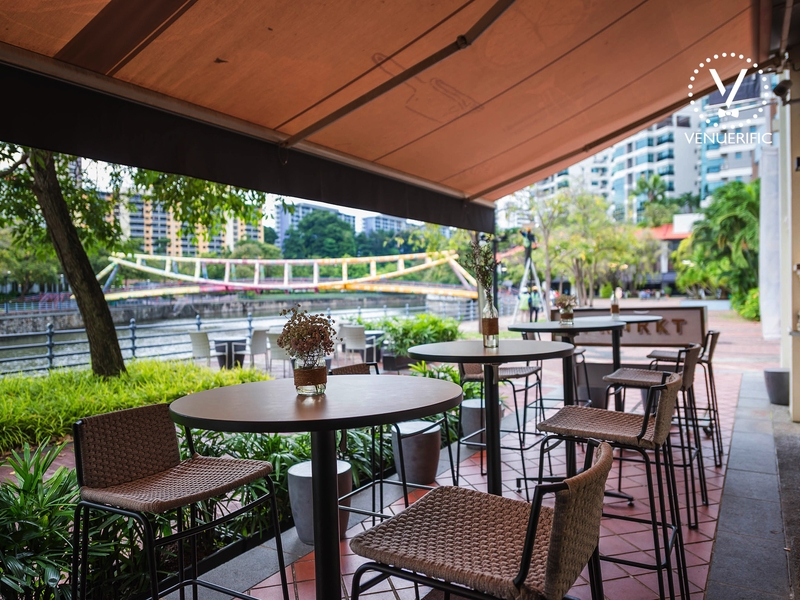river view bar in singapore with semi-open-air concept