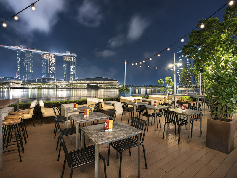 outdoor restaurant with marina bay view