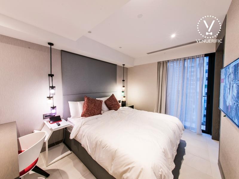 king bedroom with minimalist design