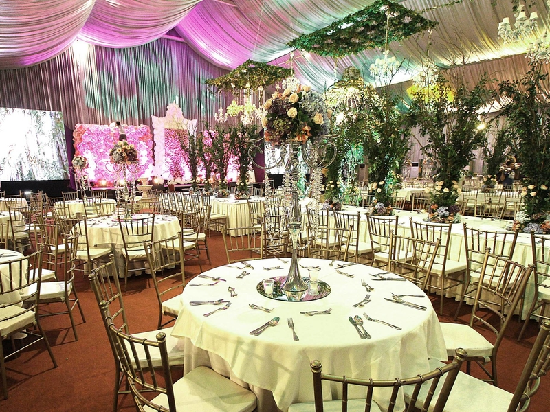 wedding party with banquet seating style and long table setup