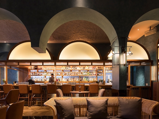 bar interior inspired by history as a plantation, importantly, references the original home of the Shangri-La brand