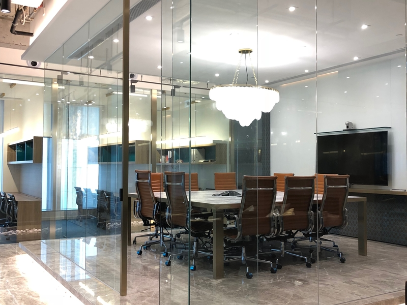 private meeting room for rent using glass wall