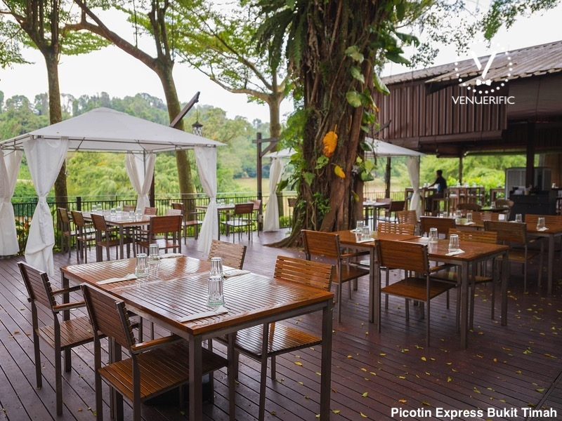outdoor restaurant surrounding with tree