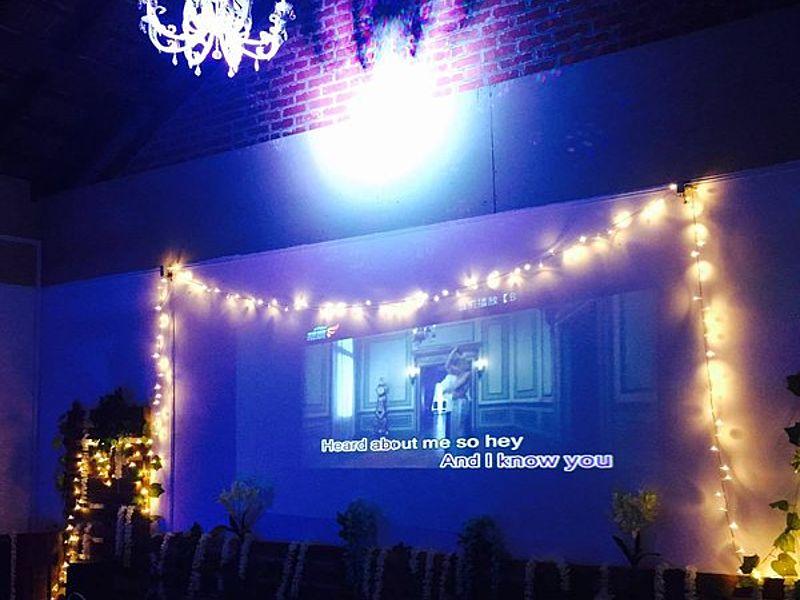 karaoke during event using giant screen