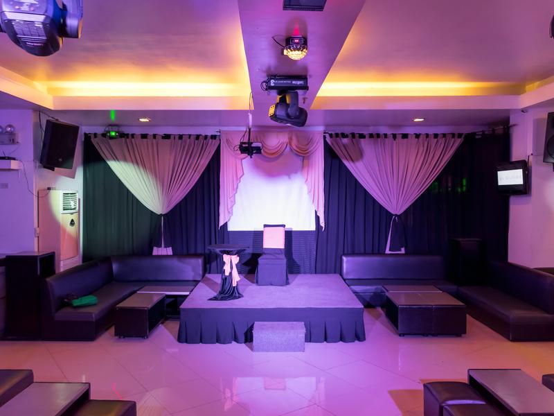 empty lounge stage setup