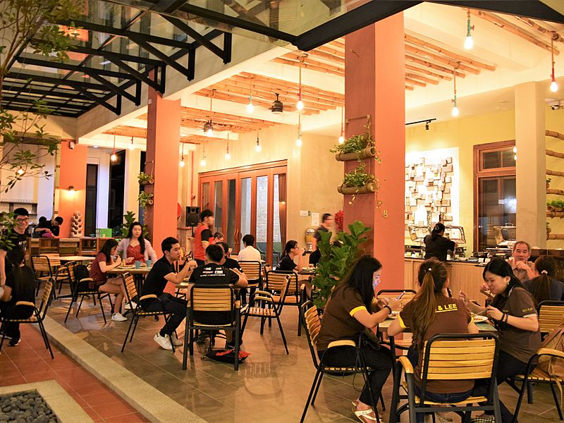warm ambience restaurant for gathering event