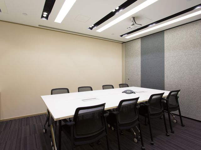 private meeting room for 8 people
