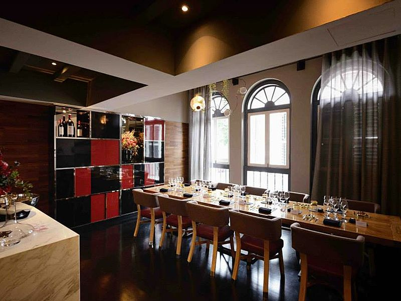 molecular gastronomy restaurant with private dining room