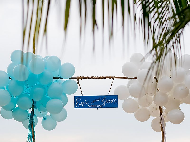 blue and white balloon for eric and jean's wedding at the beach