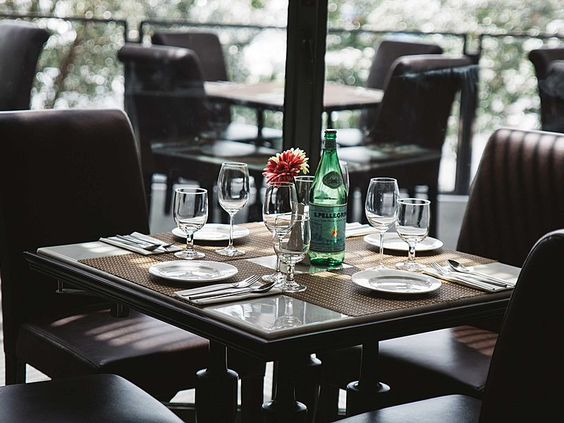 table setting of earl of hindh