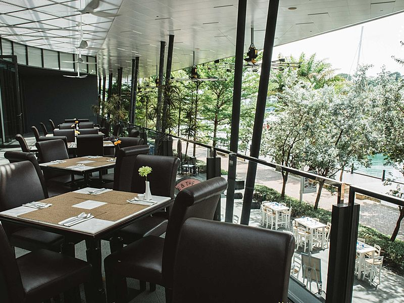 outdoor area at level 2 of earl of hindh