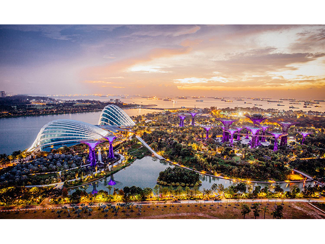nature park spanning 101 hectares called gardens by the bay
