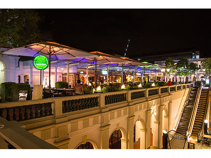 outdoor restaurant area of giardino pizza bar at night