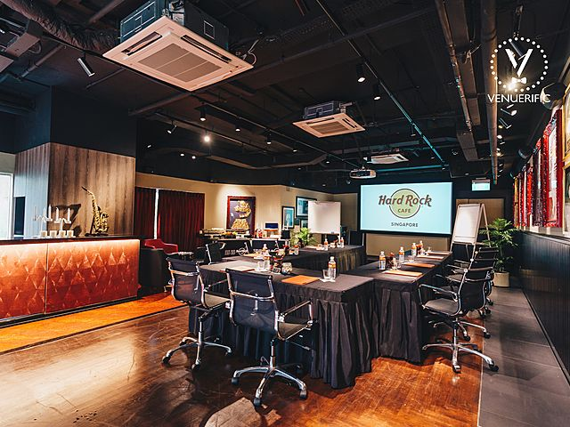 small meeting set up table with screen projector hard rock cafe
