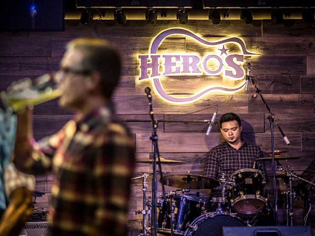 Customer enjoy a glass of beer with hero's live music