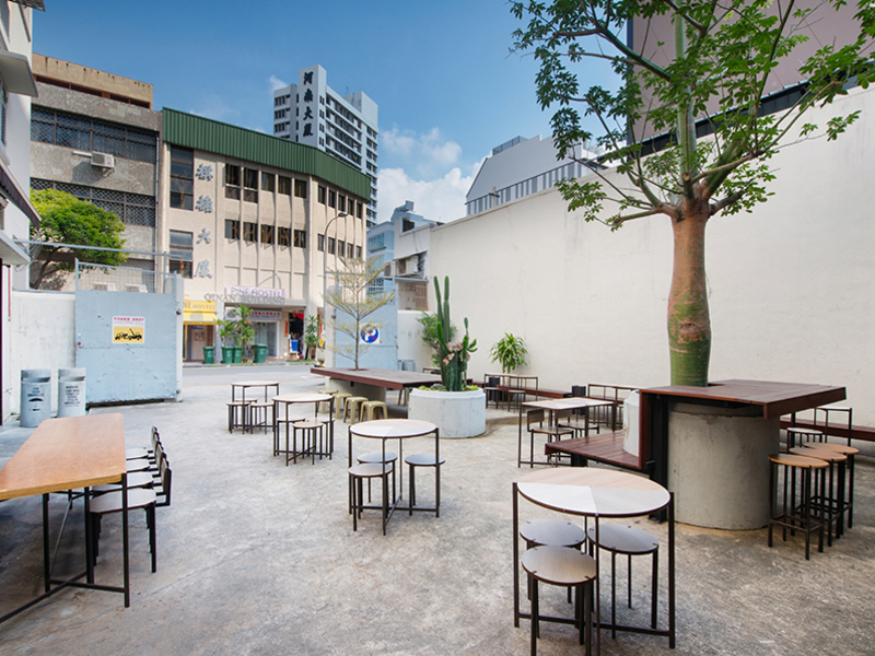 outdoor coffee bar using art deco shophouse