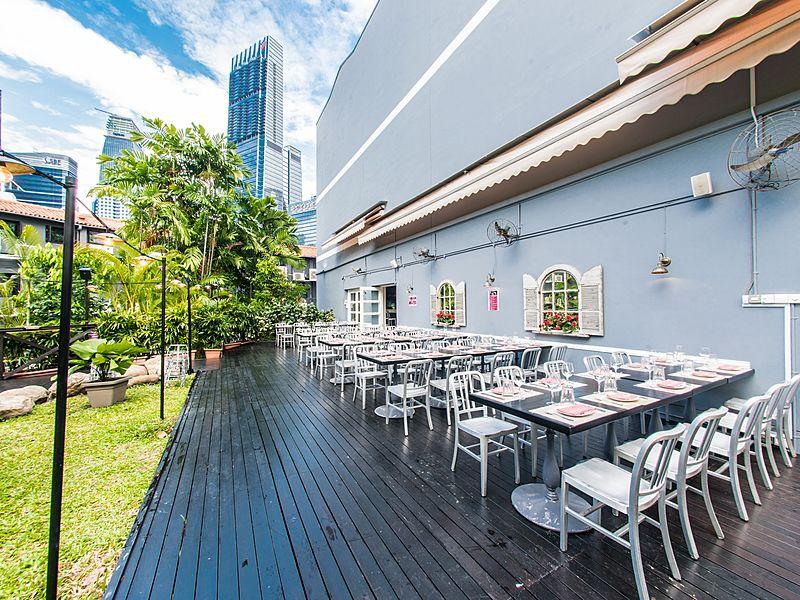 Outdoor restaurant surrounding with open green space