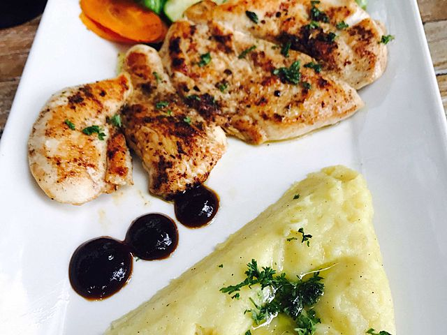 grill chicken and mashed potato