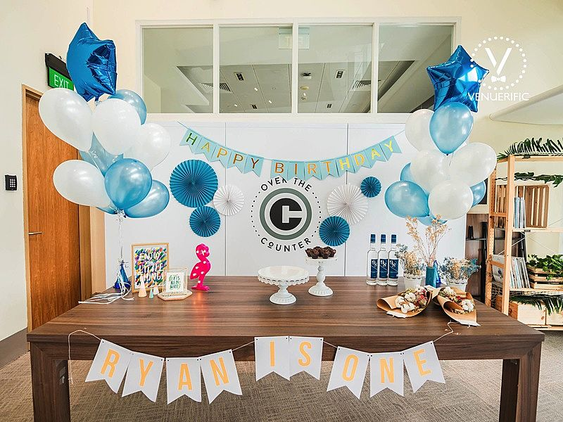 kids birthday party decoration with blue ballons and birthday cake