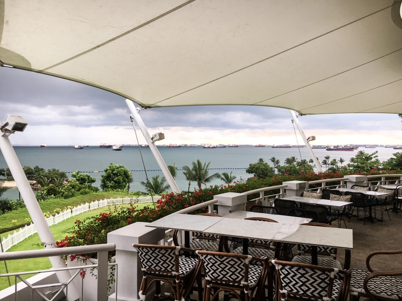 outdoor dining restaurant with view