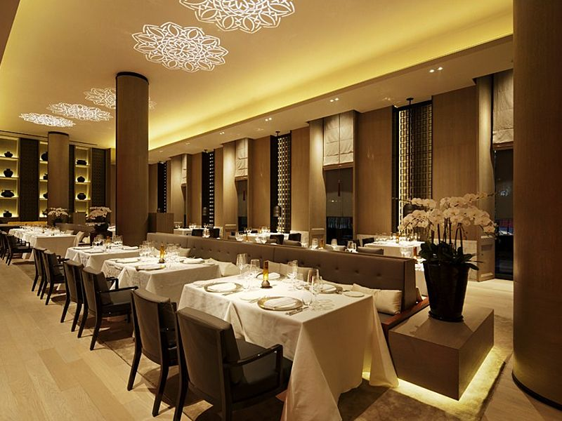 high ceiling restaurant for dining event
