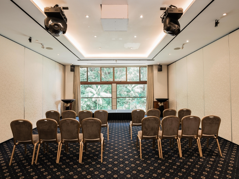 u-shaped meeting space in singapore with projector screen