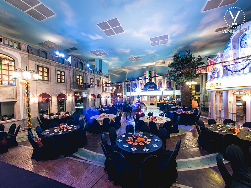 ballroom with high ceiling and round table for dining event