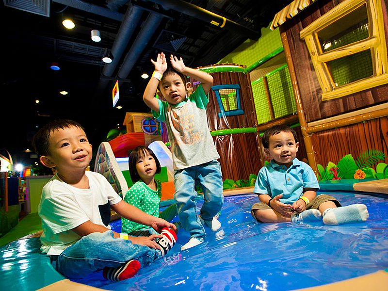 kids playing together in the singapore indoor playground