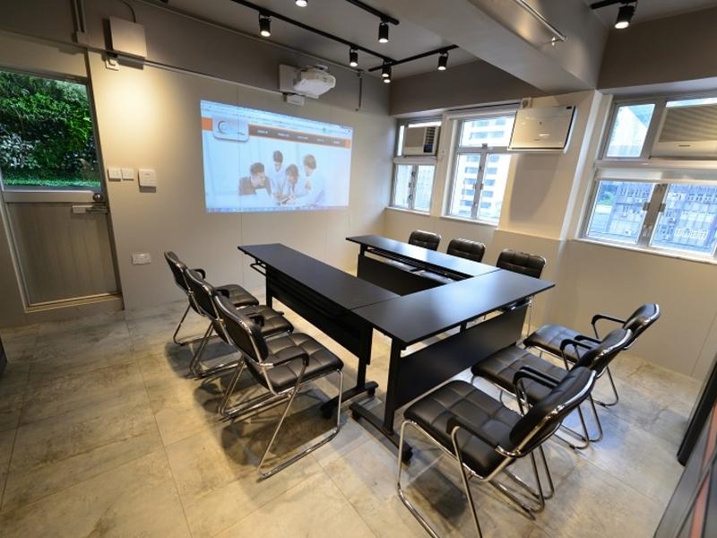 u shape meeting setup for 9 people