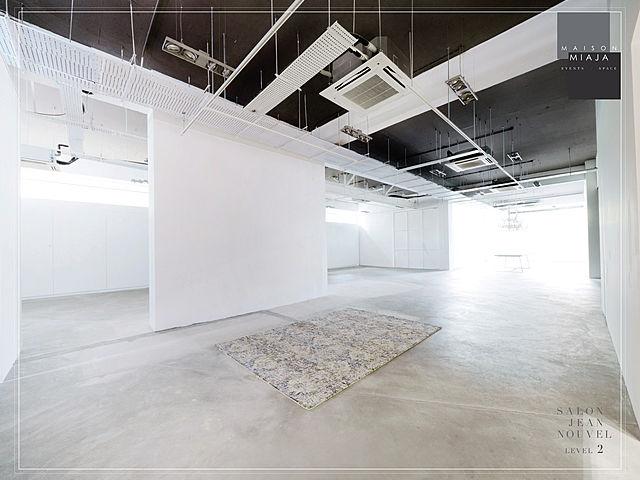 white minimalist gallery