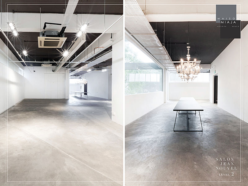 empty minimalist art gallery with high ceiling