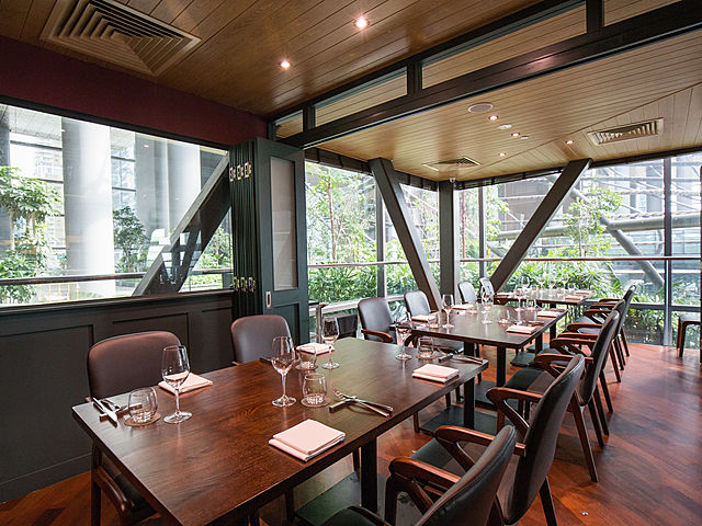 private room restaurant equipped with folding doors