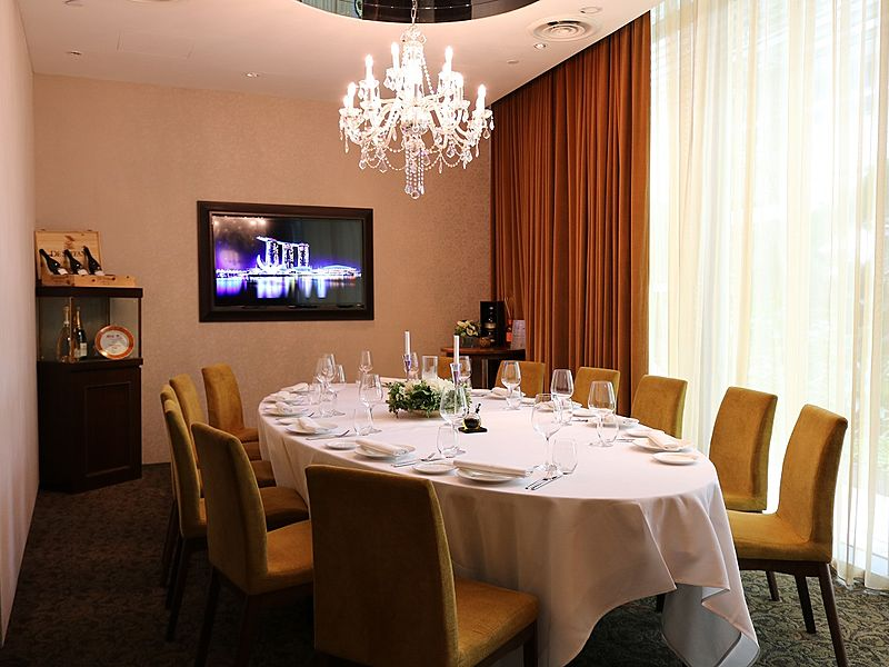 private fine dining room with a chandelier and television