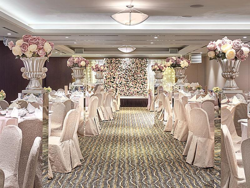 elegant wedding party decoration with flower