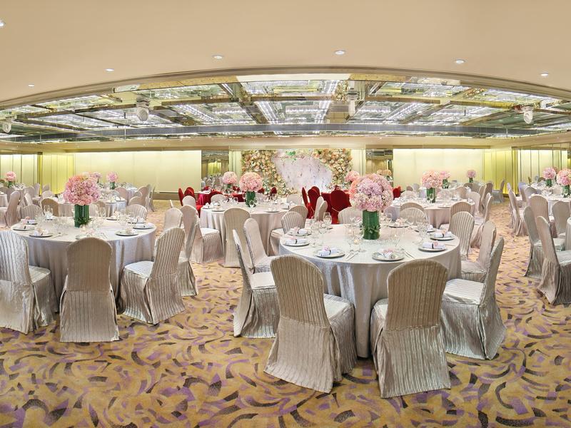 grand wedding ballroom venue in regal kowloon hotel