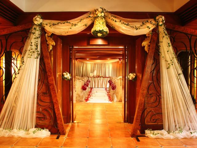 hoetl ballroom entrance with wedding setting