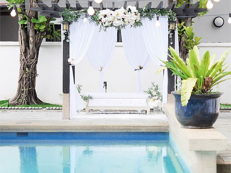 poolside intimate wedding decoration in white